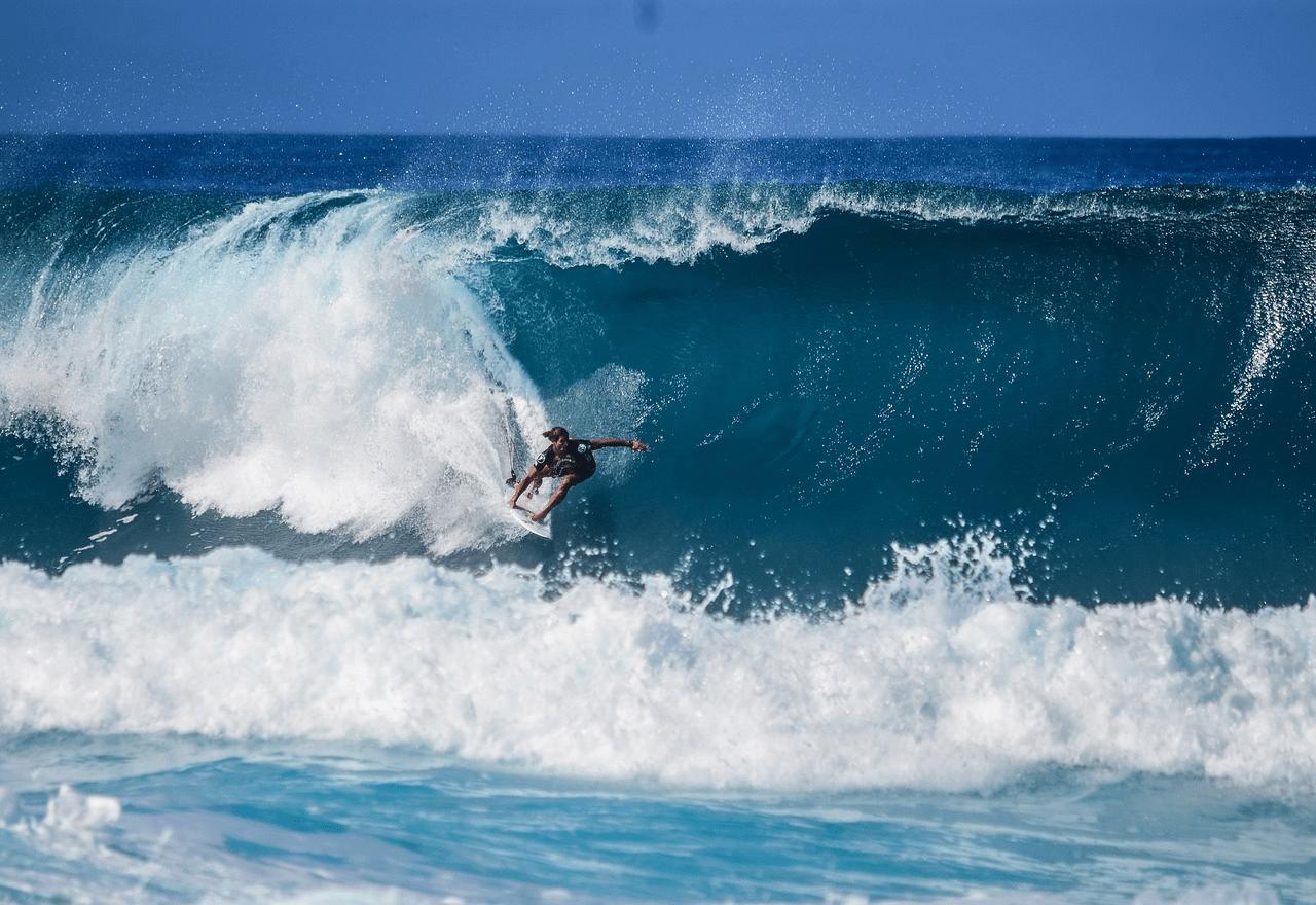 サーフィンの試合観戦を楽しもう!ルール&高得点のライディングとは?